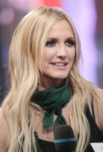 Ashlee Simpson's Long Blonde Sleek Hairstyle