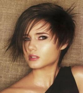 https://amazinghairstyles.files.wordpress.com/2010/06/shortandmediumhotlayeredhairstyles2010.jpg?w=265