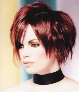 https://amazinghairstyles.files.wordpress.com/2010/06/shortandmediumhotlayeredhairstyles20101.jpg?w=255